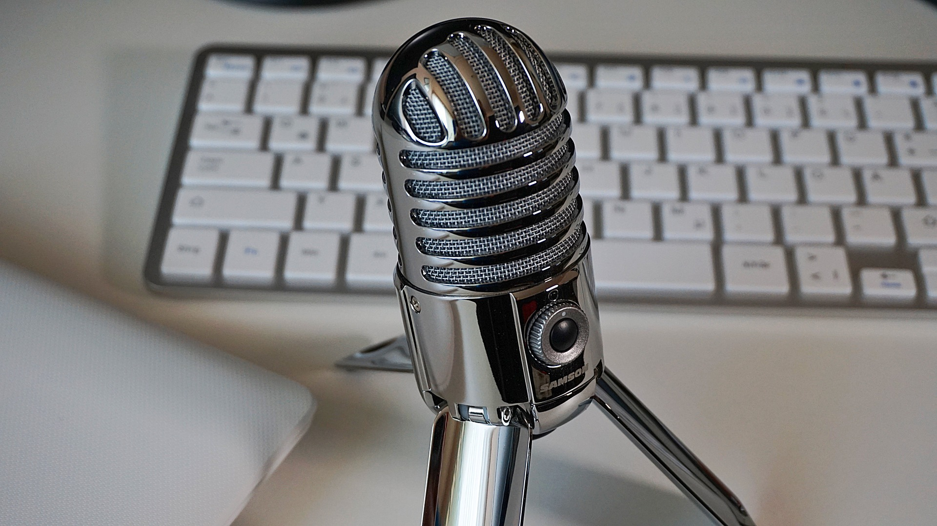 Microphone in front of a keyboard
